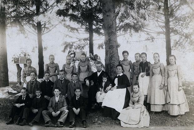 Rev. Gottlieb Berkemeier and wife Suzette and orphans c. 1890 online 620x415