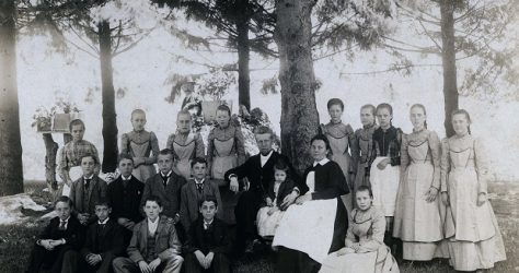Rev. Gottlieb Berkemeier and wife Suzette and orphans c. 1890 online 620x415