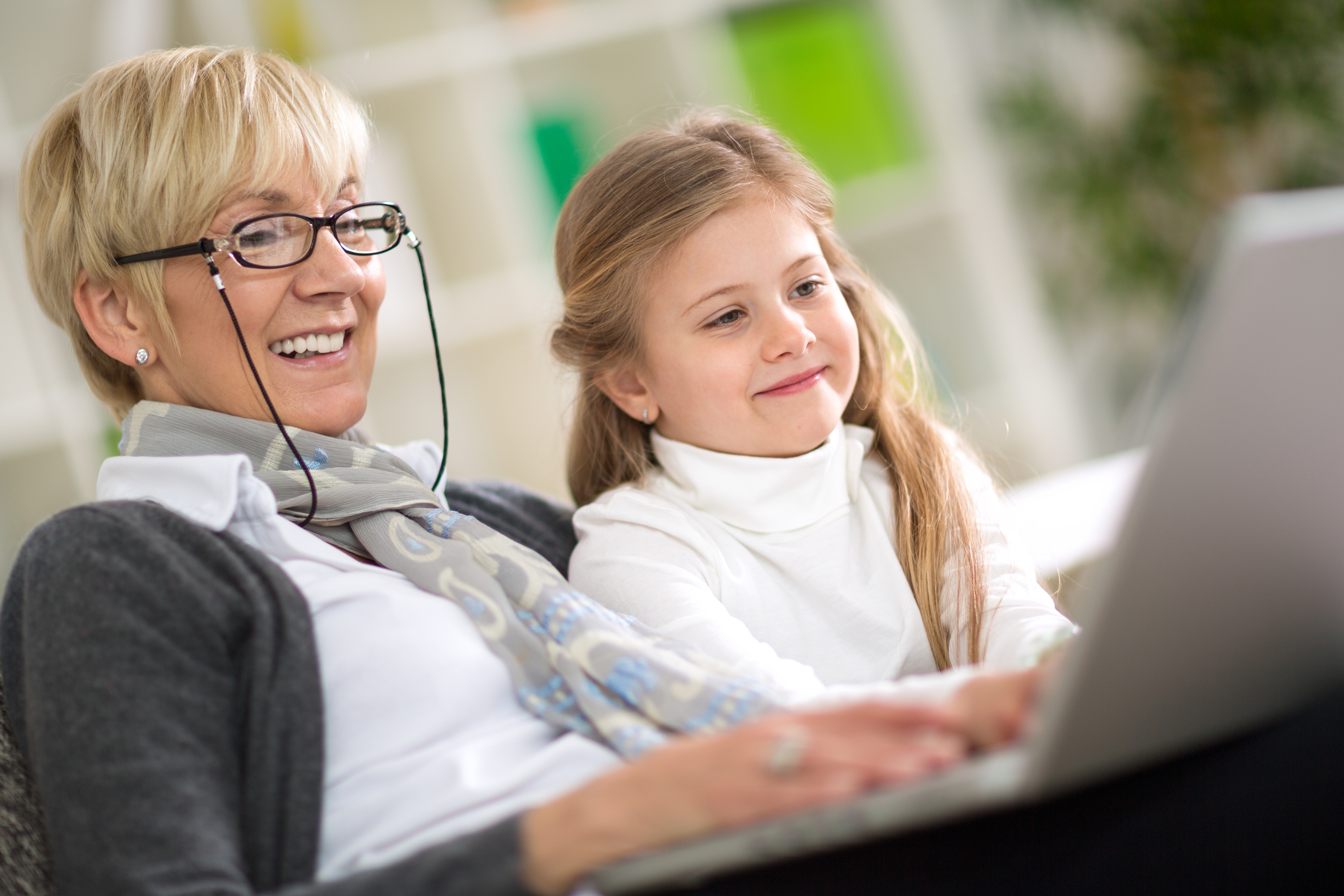 dreamstime_m_54258287. woman computer with granchild